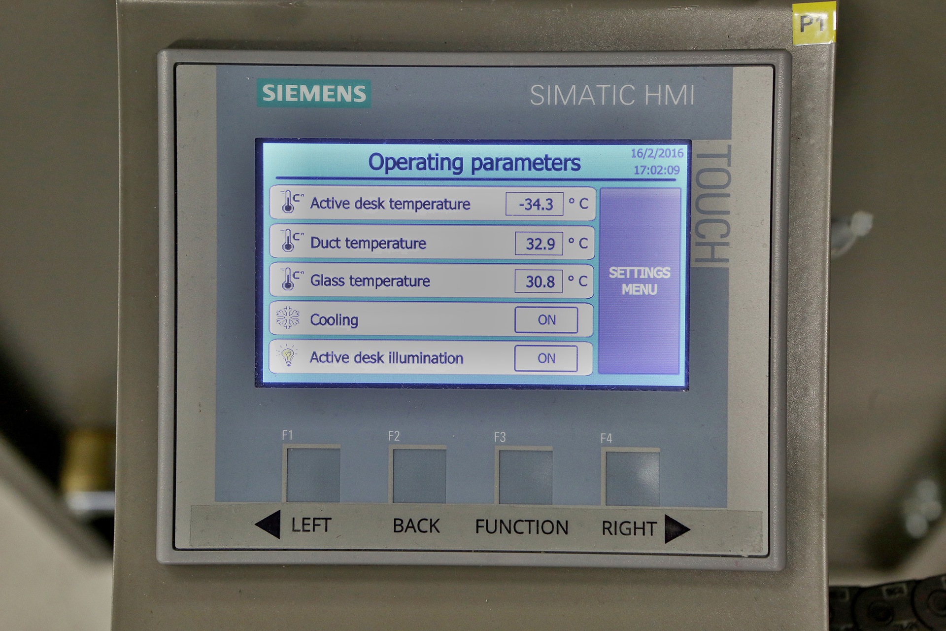 Control pannel is equipped with optimized software for smooth control of the Nuledo Unica cloud chamber.